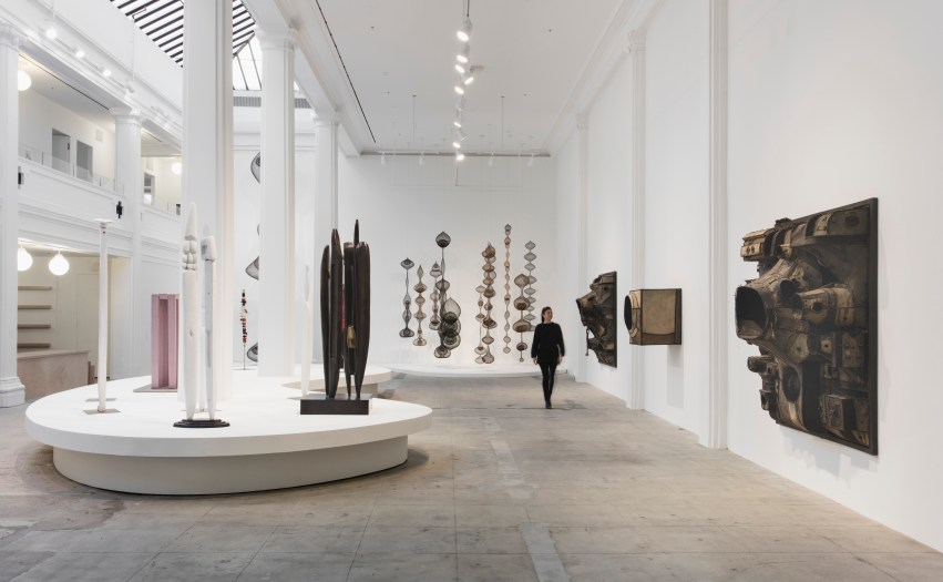 Revolution in the Making: Abstract Sculpture by Women, 1947 – 2016 (installation view) (2016). Image courtesy of the artists and Hauser & Wirth. Louise Bourgeois: Art © The Easton Foundation/Licensed by VAGA, New York, NY. Photo: Brian Forrest.