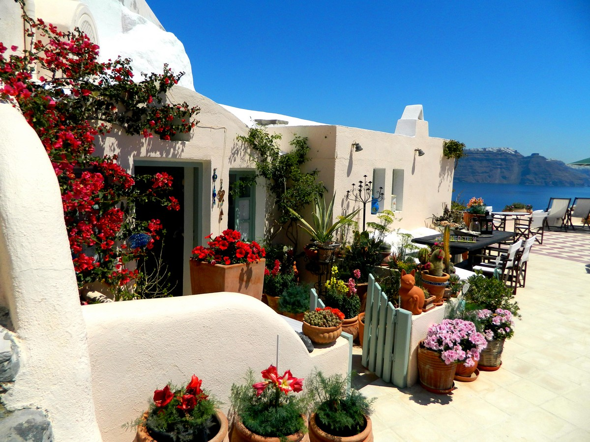 Santorini laffascinante isola greca  un esempio di turismo ecosostenibile  architettura