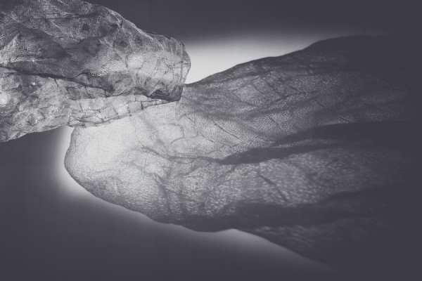 Tatiana Wolska, Untitled, 2013, orezza thermo bottles, detail. The sculpture presented at the exhibition Les Modules, Palais de Tokyo © Tatiana Wolska, Photograph: Karolina Kodlubaj
