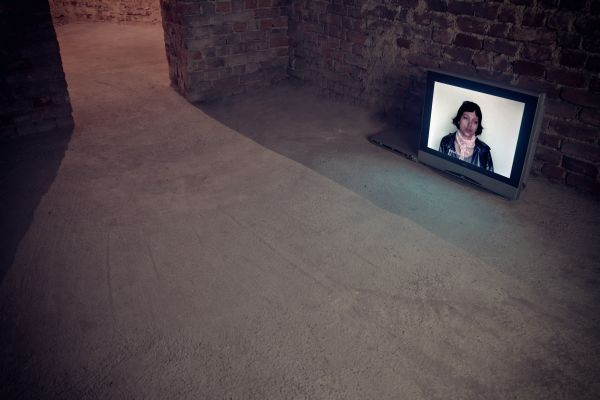 Karolina Breguła, I don't understand, 2009, video, courtesy the artist and EASTWARDS PROSPECTUS Gallery