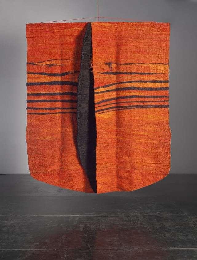 Magdalena Abakanowicz, Queen, Orange with Black, 1970/1980, 335 x 282 cm,