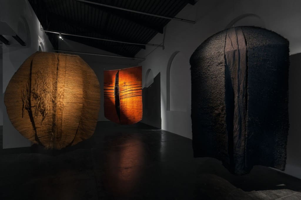 Magdalena Abakanowicz, Abakany [Abakans], Starmach Gallery, Krakow, December 2015 – February 2016, photo M. gardulski, Starmach Gallery