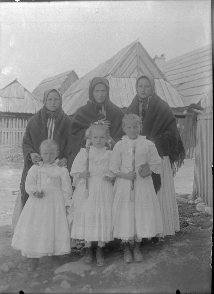 Tadeusz Padlewski, Highlander with daughters, 1911, AFN 380 I.