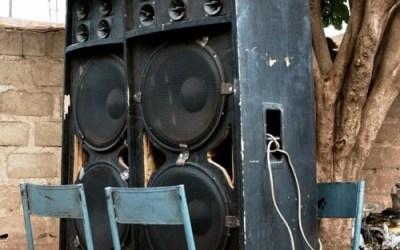 SOUNDLAB: LYNX IN HEADPHONES