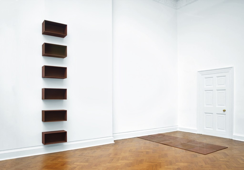 What to read this week Installation view from left to right - Donald Judd, Untitled, 1989, Carl Andre, Tenth Copper Cardinal, 1973, Photo by Steve White, Courtesy of Galerie Thaddaeus Ropac