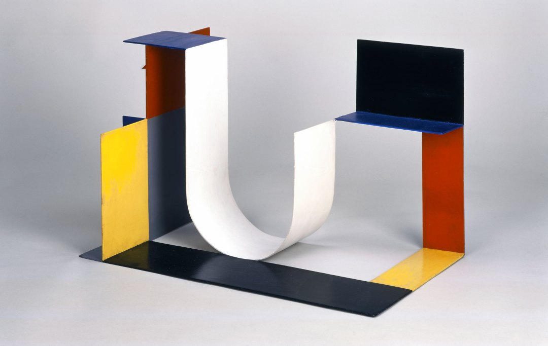 Katarzyna Kobro, Spatial Composition 4, 1929, steel, painted, coloured, 40 x 64 x 40 cm, photo: courtesy of Muzeum Sztuki in Łódź