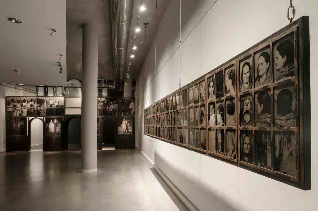 Dorota Nieznalska, 'Violence and Memory' - exhibition, the Gdynia City Museum, photo: Bogna Kociumbas
