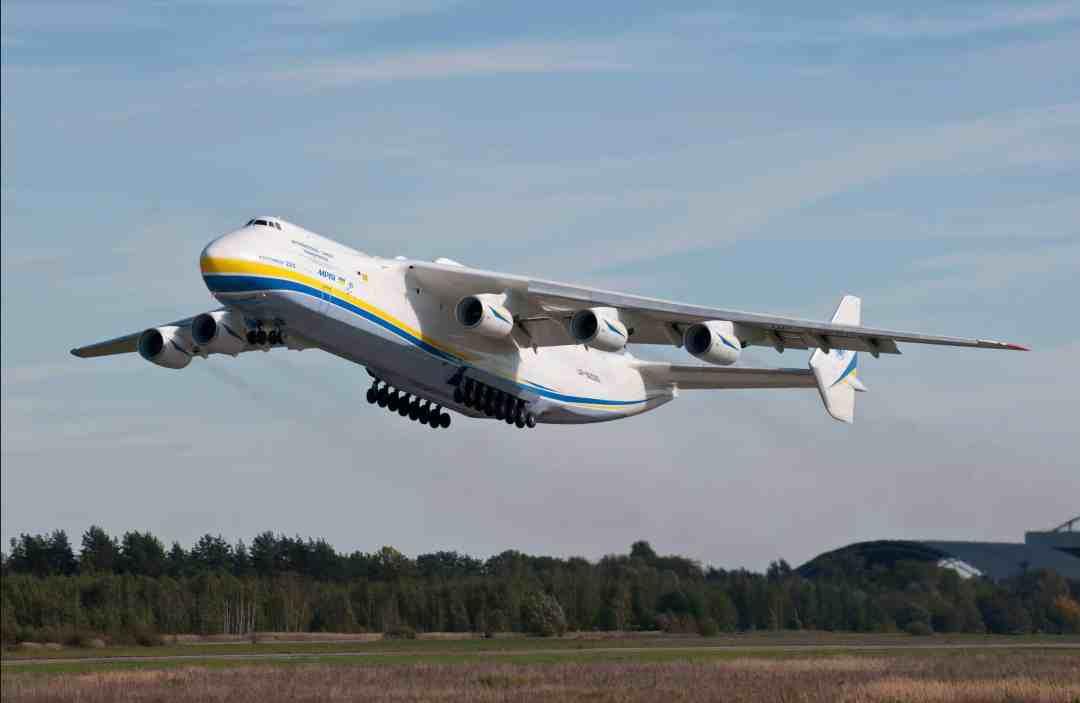 An-225 іs taking off 2015, photo, © Vasiliy Koba, Courtesy Antonov Company