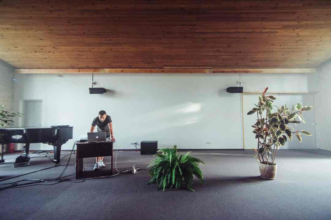 Andrius Arutiunian, soundchecking at Deep Splash residency