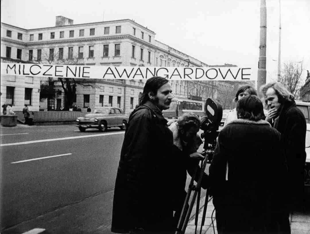 "Andrzej Partum, ""Avant-garde Silence,"" working screenshot from ""Living Gallery"" by J. Robakowski, 1975"