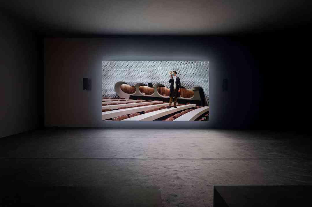 Jasmina Cibic, The Gift—Act I, 2019, video, installation view, Künstlerhaus, Halle für Kunst & Medien, Graz, photo: Mathias Völzke