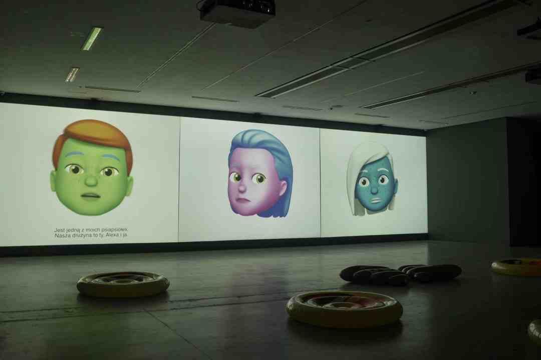 When Alexa met Google Home and Siri, video installation, Homo cellularis exhibition, Toruń, 2019, photo by Dawid Paweł Lewandowski