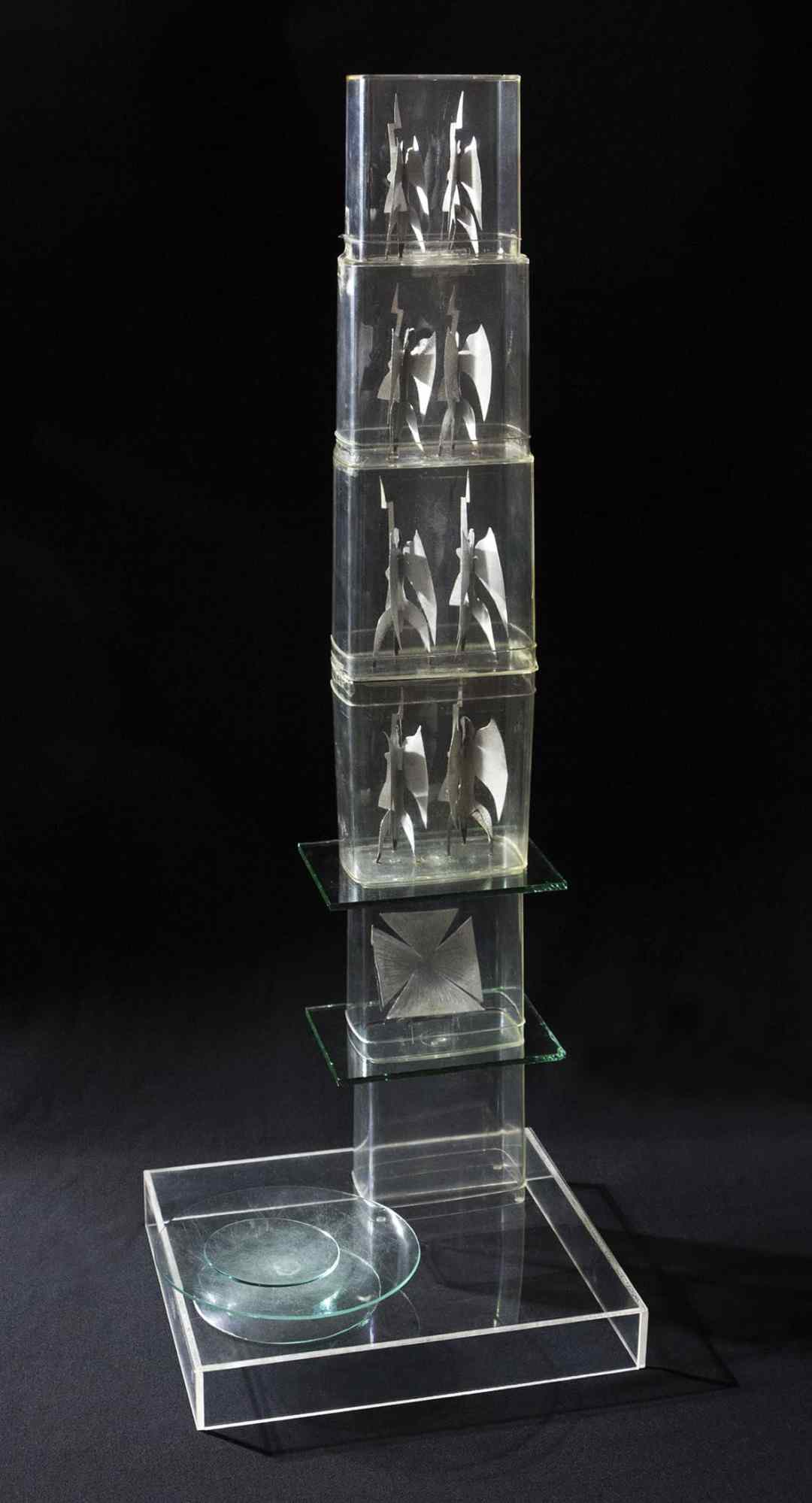 Władysław Hasior, Monument to the Victory of the Polish Soldier, 1970, project, plastic, glass, metal, ht. 94,5 cm. Photograph by Mirosław Łanowiecki. Collection of the Museum of Architecture in Wrocław