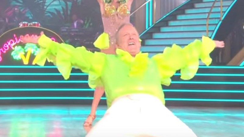 Sean Spicer Makes Most Embarrassing Plea for Votes on 'Dancing with the Stars' Ever, Period