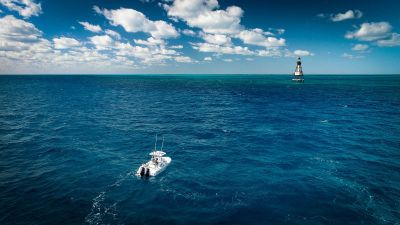 Contender 25T - Fowey Lighthouse Miami, FL to Florida Keys