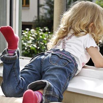 Fenstersturz_Kinderzimmer_Sicherheit_Fenster_abschließbarer Griff