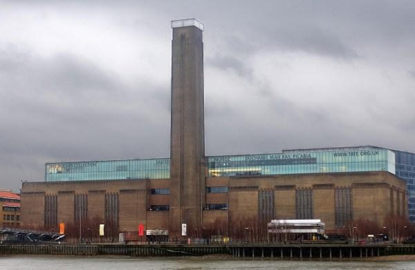 Tate Modern Open Doors 24-hour Screenings Of Clock - Irish