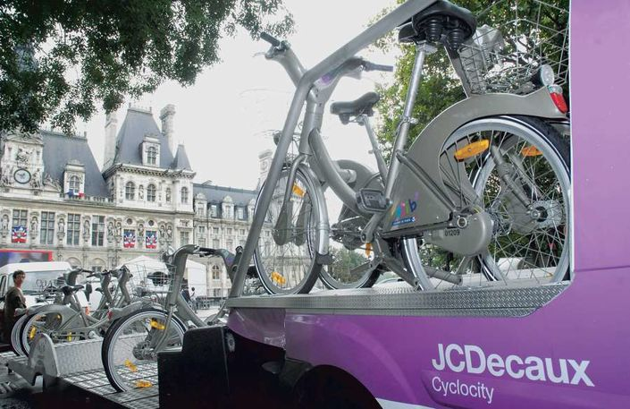 Vélib' bike share operated by JC Decaux