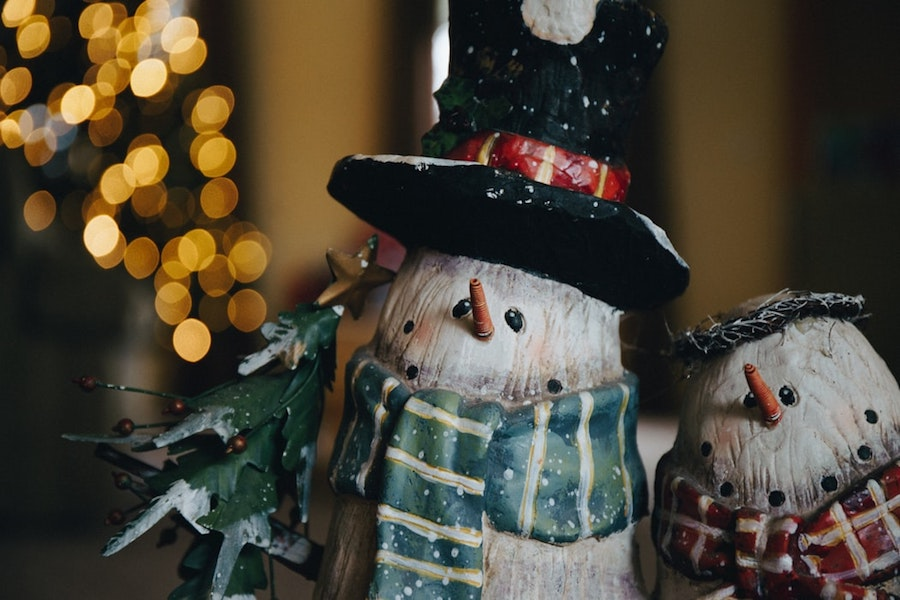 Snowmen and twinkling lights set up as holiday decor for home sellers.