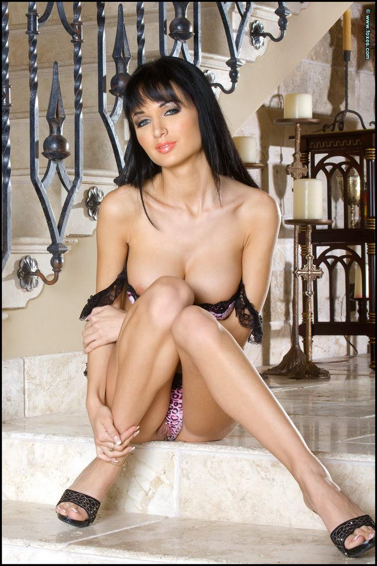 Hot striptease on the stairs - Roxanna Milana - 5