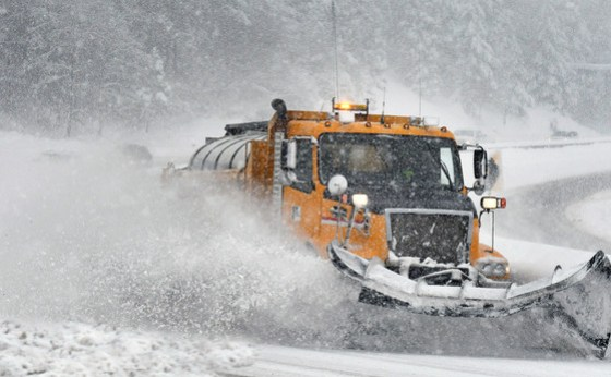 Snow plow on I-5 Siskiyou Summit