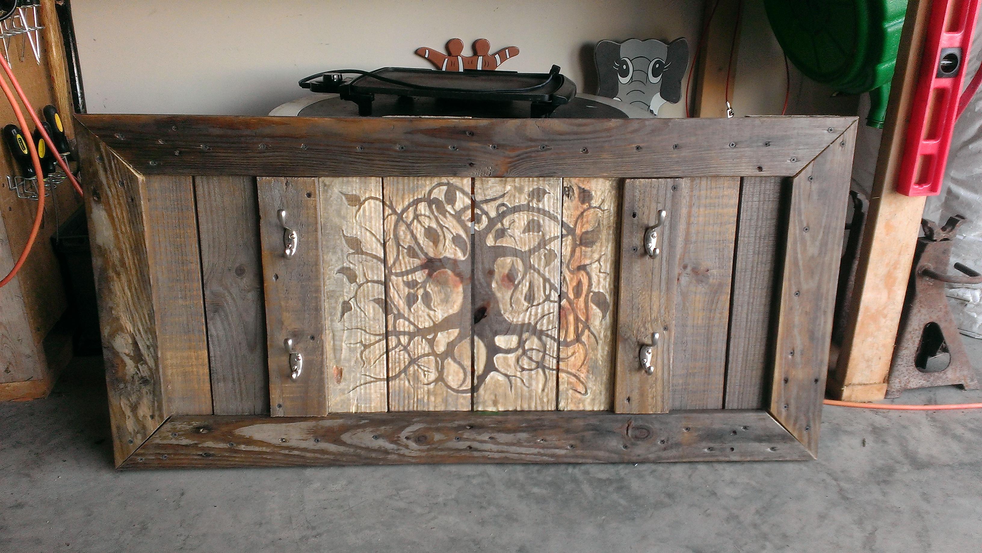 gun rack from reclaimed pallet wood 7