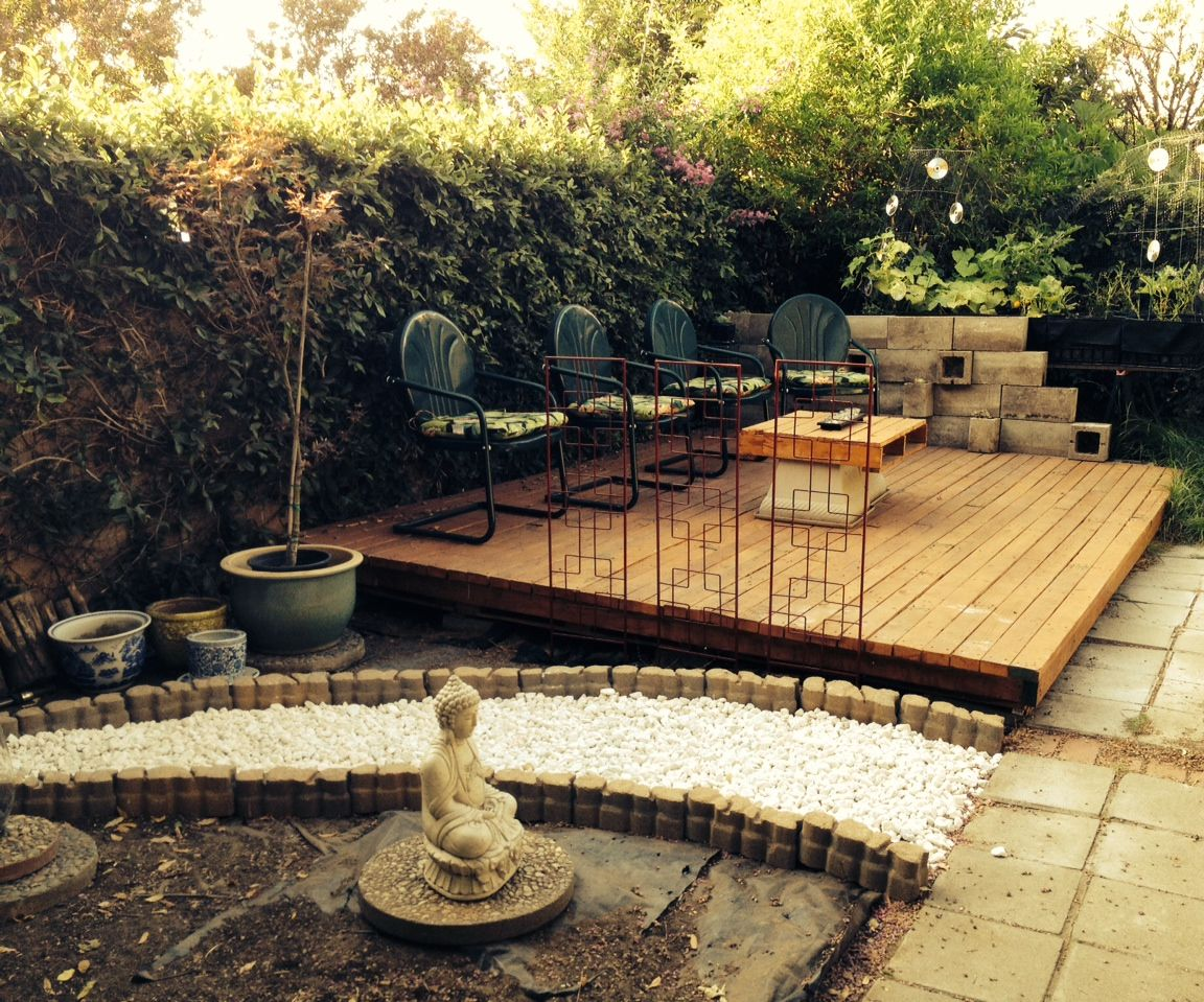 wood pallet backyard deck 4 steps
