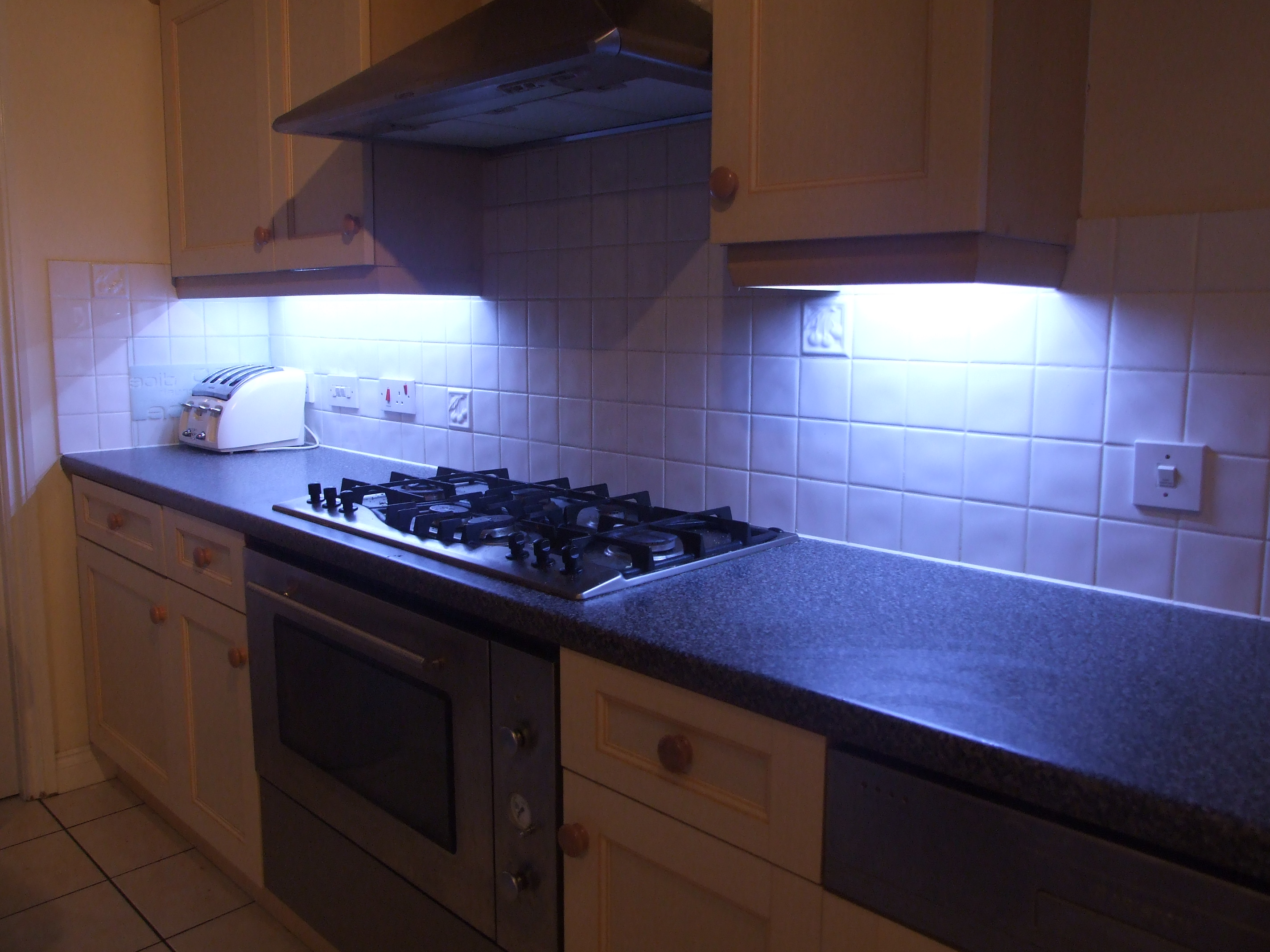 fit led kitchen lights with fade effect