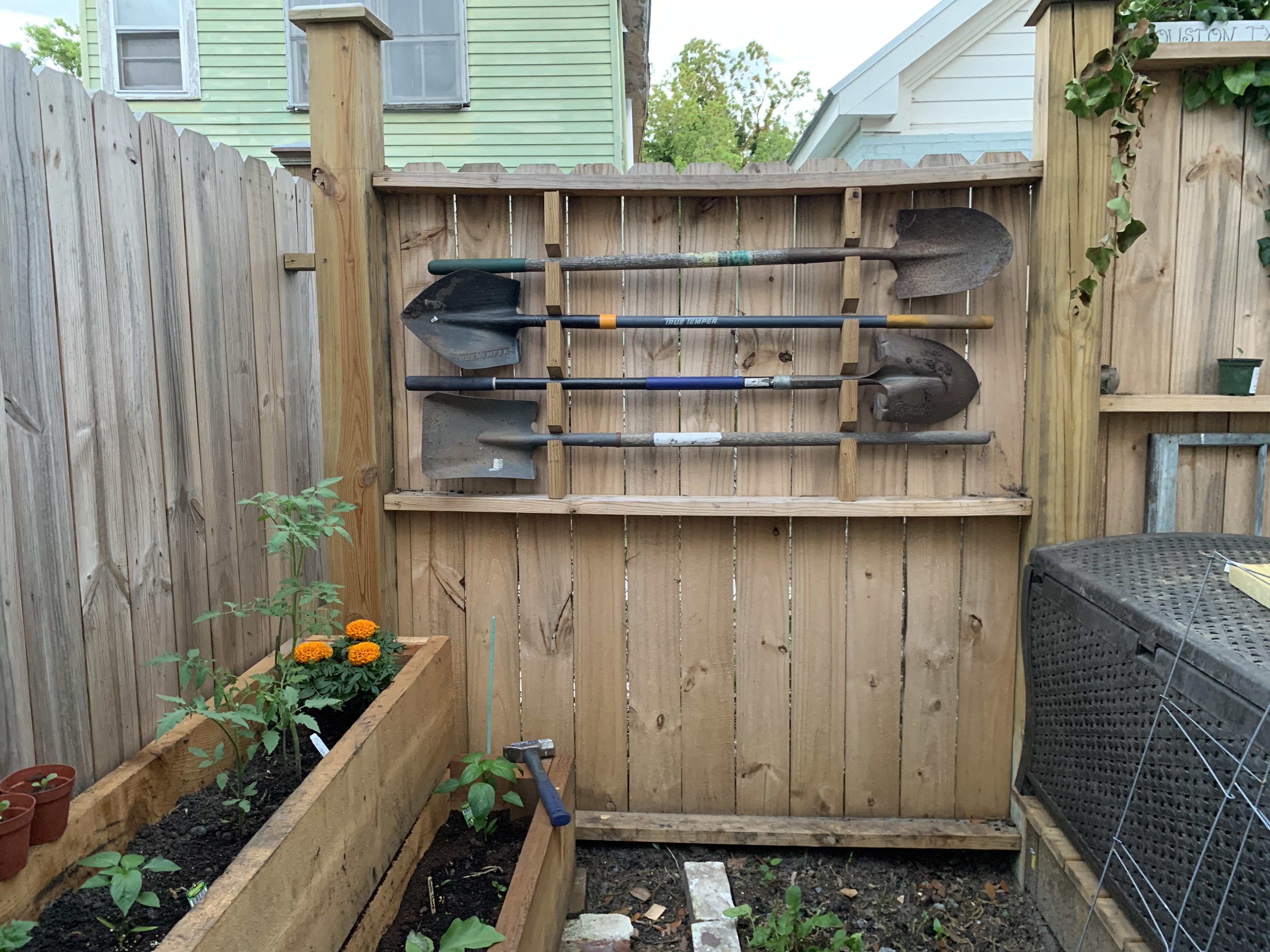 garden tool rack 4 steps with