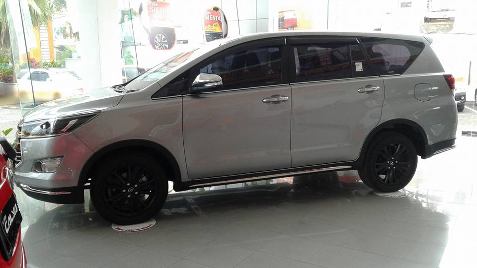 all new innova venturer camry type v pics toyota leaked ahead of unveil indian cars side view showroom jpg