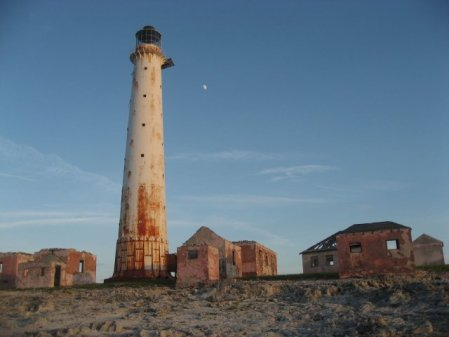 Photo gallery – Abandoned lighthouse on Great Isaac Cay, The Bahamas