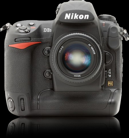 Digital Photography reviews the Nikon D3S
