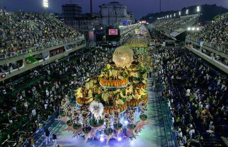 Carnival 2009 in Rio de Janeiro: photos from the first night's parades
