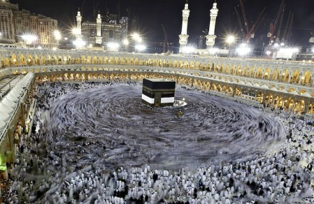 Long exposure photos of Muslim pilgrims circling the Kaaba in Mecca