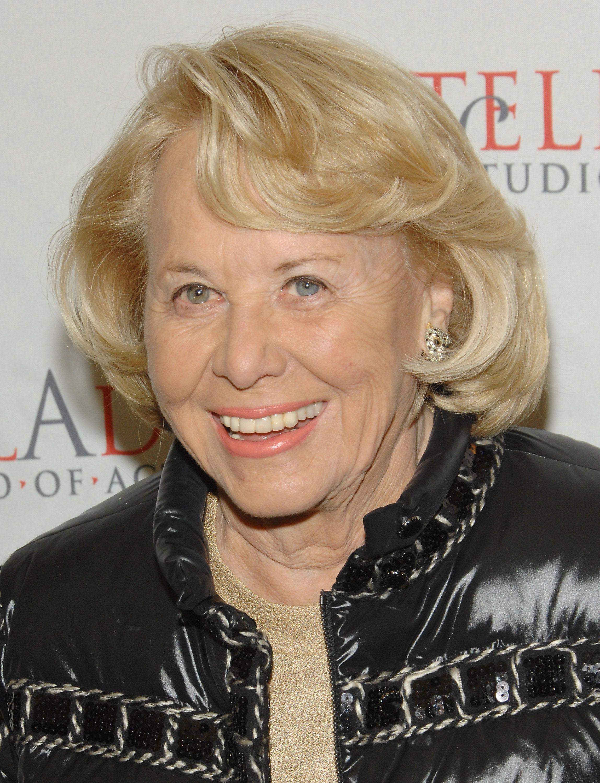 Liz Smith. syndicated celebrity gossip columnist. dies at 94 | khou.com