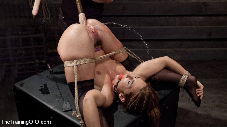 Big Ass Doppia Penetrazione Schizzi Bondage slave, Savannah Fox (Kink)