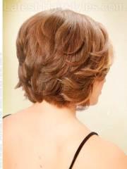 layered short haircut women