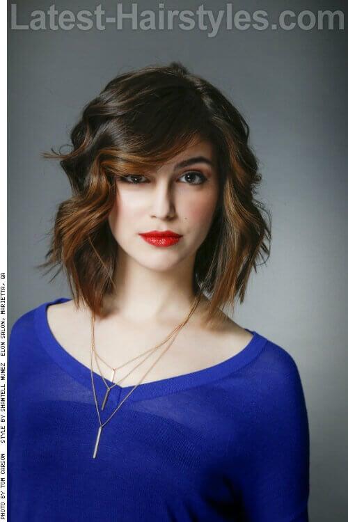 20 Effortlessly Chic Medium Length Wavy Hairstyles