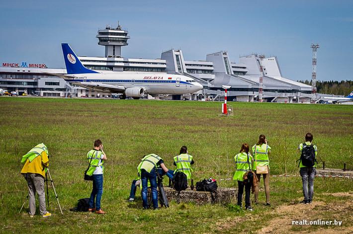 spotting bar à l'Aéropot National Minsk au Bélarus vue avions