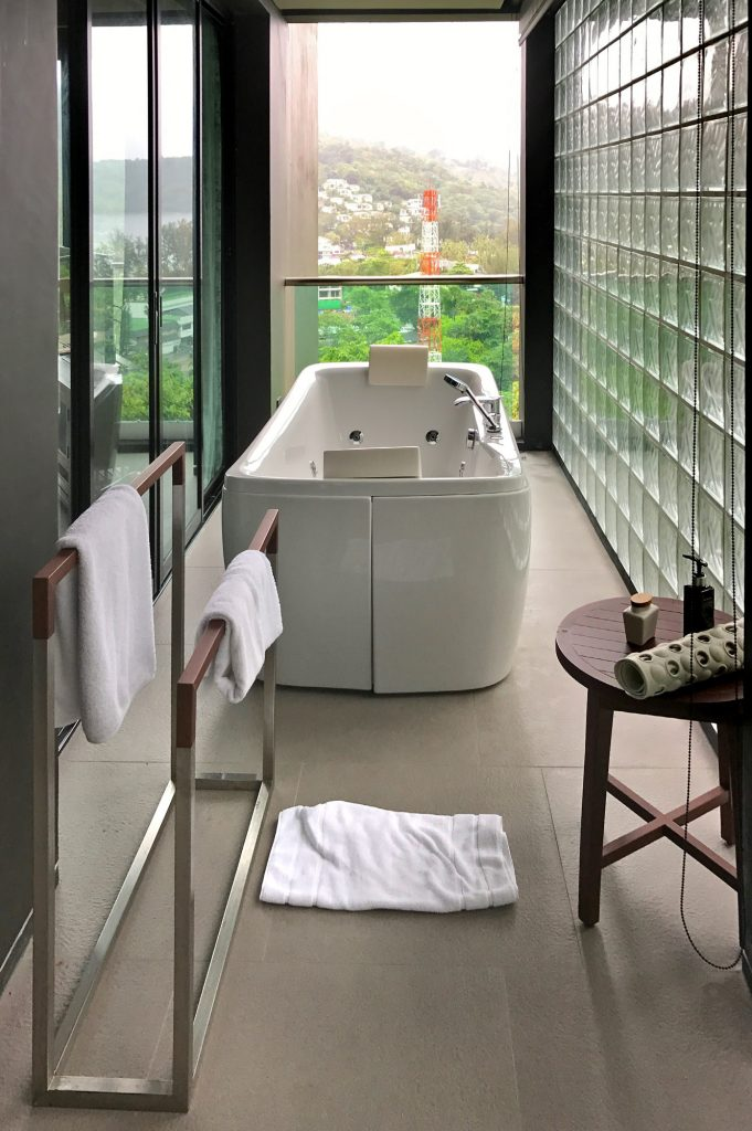 nook-dee-hotel-bathtub