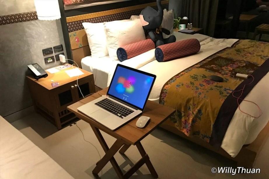 nook-dee-hotel-work-station