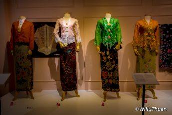 peranakan-phuket-museum-baba-costumes