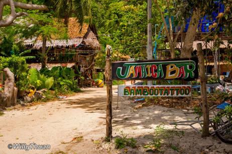 railay-beach-jamaica-bar