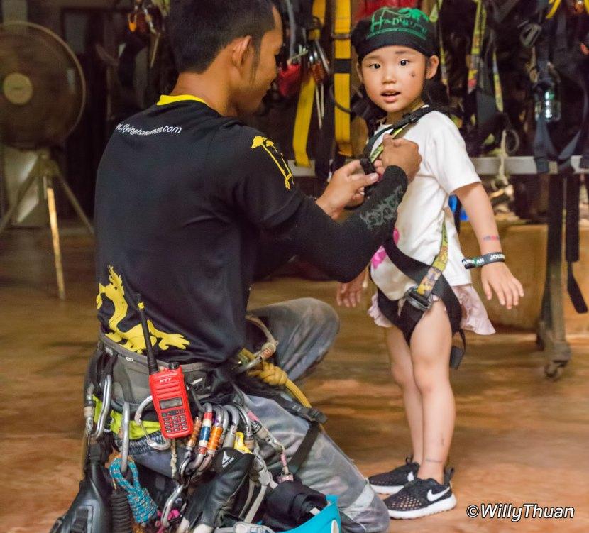 4 years old girl doing Zipline1