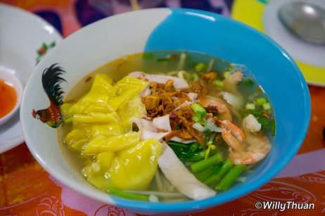 som-chit-hokkien-noodle-soup