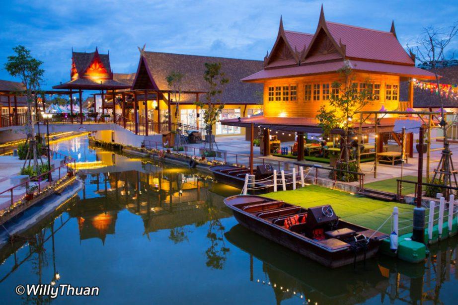 Thalang Maneekram Floating Market
