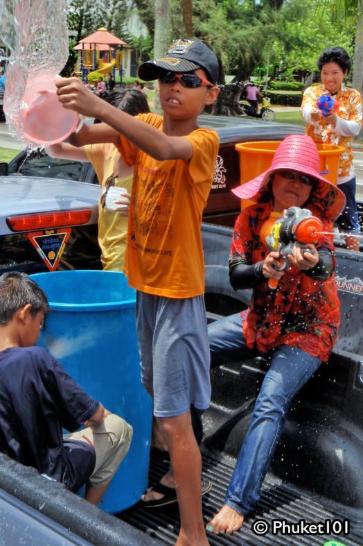 songkran-in-phuket-1