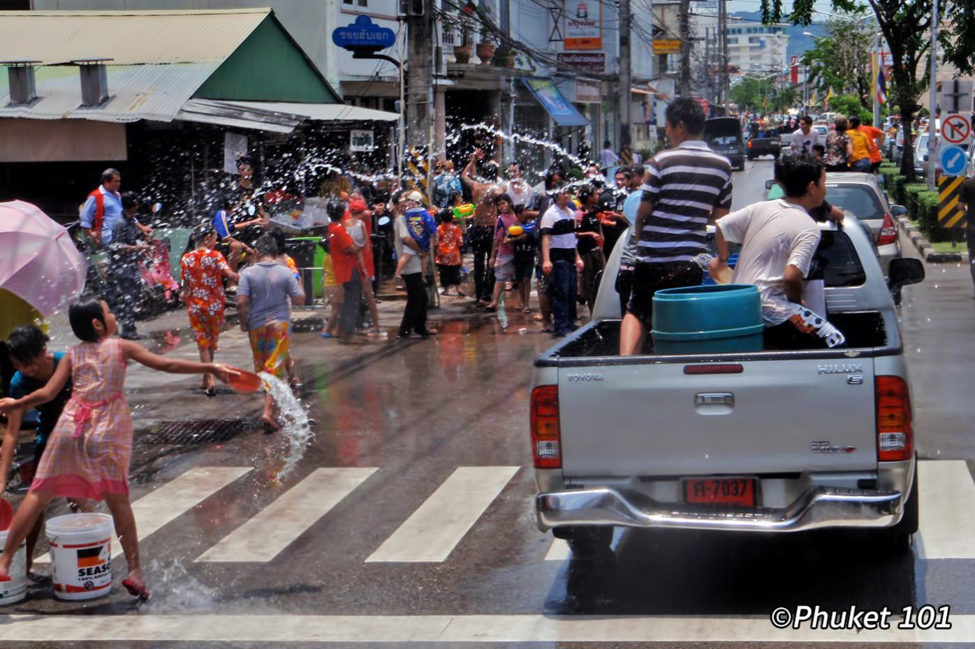songkran-in-phuket-3
