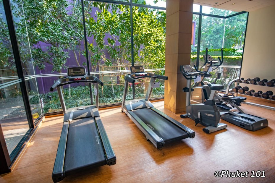 holiday-inn-express-patong-fitness