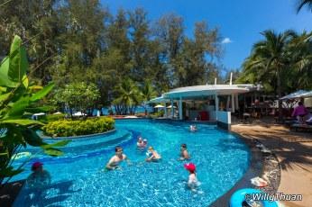 holiday-inn-mai-khao1